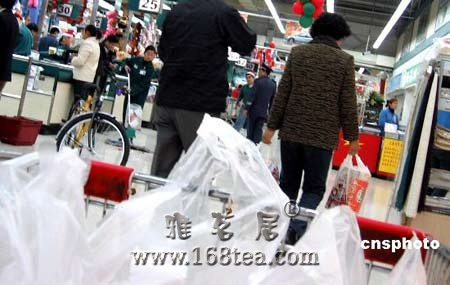 国务院:6月1日起全国禁止免费提供塑料购物袋
