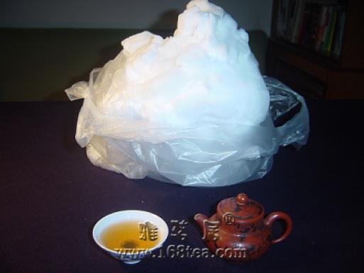 化雪煎茶,此时明月依窗望。