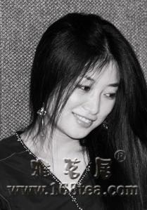 [原创]才女郭乔伊由词人转主唱 专辑第二主打《爱情没电了》