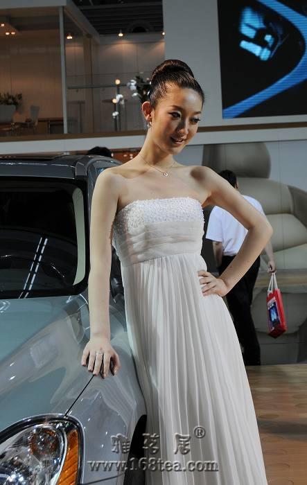 深圳车展――臂上有疤的mm
