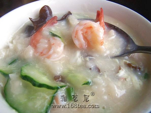 冬季晚餐喝疙瘩汤有健胃功效