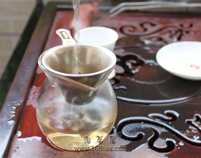 福今2010藏品正春茶饼开汤