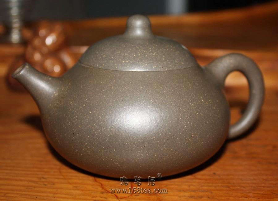 不好意思,居然一直忘记把自己那把紫砂壶拿出来给高手鉴定了!