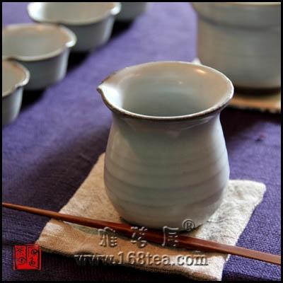 【原色茶陶】<<<笨笨的茶海及可愛的五方小粉青杯>>>
