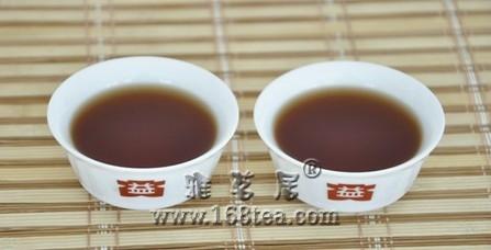 """用盖碗和紫砂壶分别开汤大益""""丹青"""""""