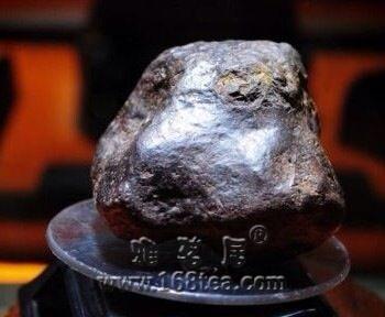 新 疆46亿岁陨石标价8000万