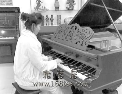2台一个世纪前的沙皇御用古钢琴现身牡丹江(图)