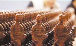 """世界巧克力梦公园公益拍卖 """"兵马俑""""拍出上千元"""