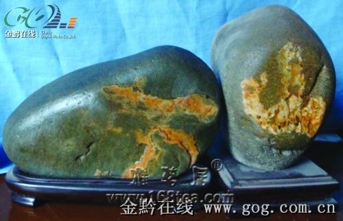 """奇石爱好者收藏文字石 两块奇石拼成""""万山""""(图)"""