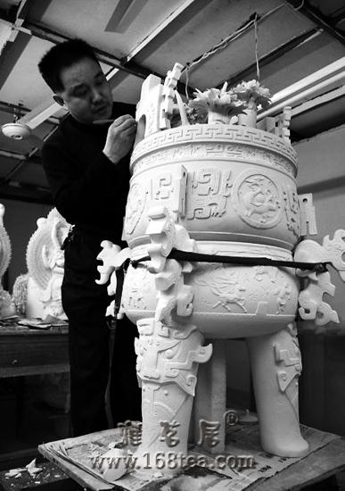 """中国珍宝阵容强大 """"太阳神石刻""""亮相世博会(图)"""