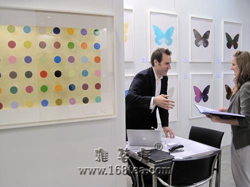 版画5万每幅 艺术家达明-赫斯特成焦点