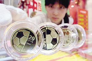 """世界杯""""引爆""""收藏市场 贵金属纪念币升值空间大"""