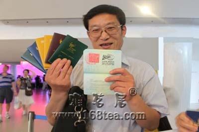盖满章世博护照 市场价5000元