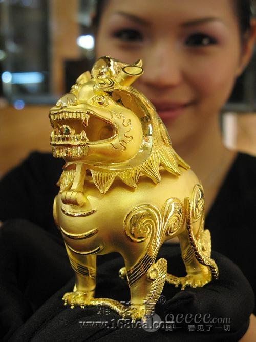故宫国宝复制品亮相 99.9%黄金打造