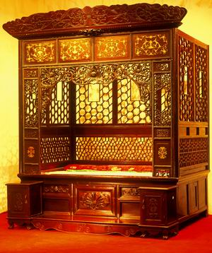 毛泽东曾经使用的红木家具价值70万(图)