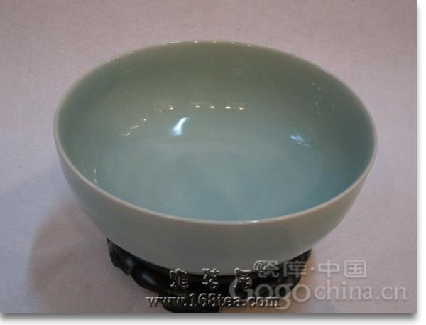 青瓷茶具-瓷器中的牡丹花