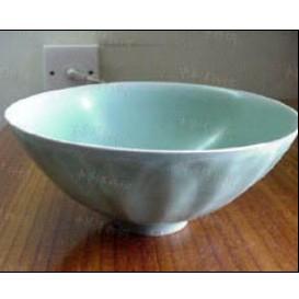 龙泉窑梅子青菊瓣碗