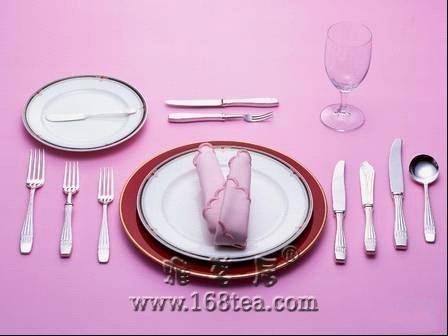 西餐餐具摆放规矩