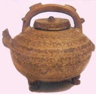 瓷器欣赏—原始青釉夔龙提梁壶