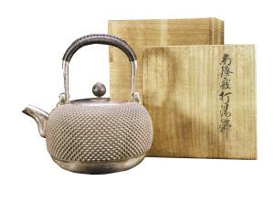 顶级紫砂壶拍出千万元天价 茶具成收藏界新宠