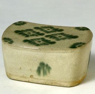 名瓷欣赏—唐长沙窑白釉绿彩枕