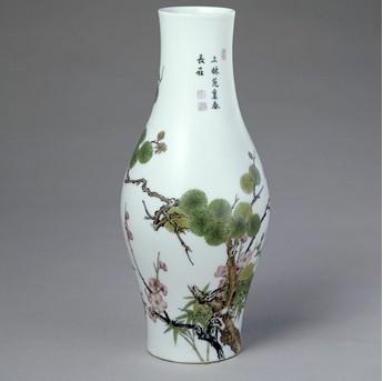 清雍正珐琅彩松竹梅图橄榄式瓶欣赏