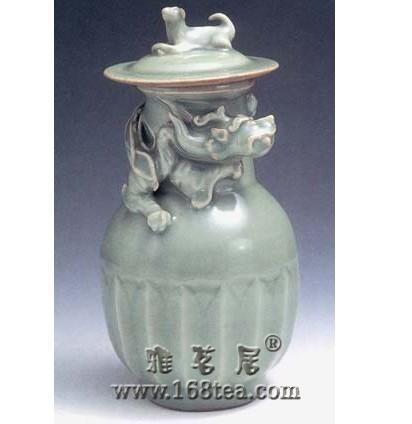 名瓷欣赏—南宋龙泉窑青釉堆塑蟠龙瓶