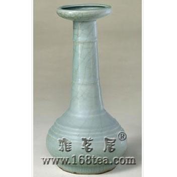 名瓷欣赏—宋龙泉窑青釉弦纹瓶