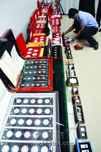 全国最大伪造纪念币案告破 200余人受骗
