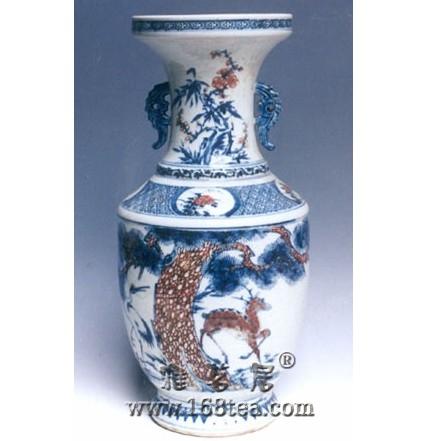 名瓷欣赏—青花釉里红松鹿纹瓶