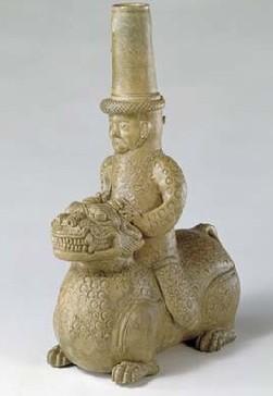 名瓷欣赏—青釉人骑兽器