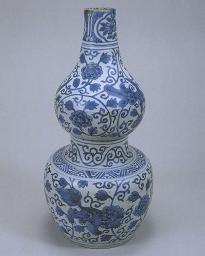 青花牡丹瑞兽纹葫芦瓶