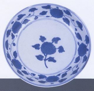青花缠枝牡丹纹盘
