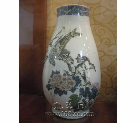 醴陵瓷器—宣统官窑釉下五彩花鸟琵琶尊