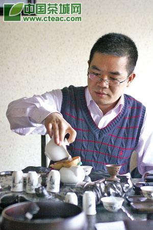杜成财:在缕缕茶香中酿造品牌(
