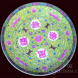 """装饰 艺术 瓷器/回纹是瓷器装饰的一种传统纹样,因纹样如""""回""""字而得名。"""