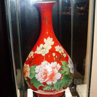 如何鉴定红色釉瓷器
