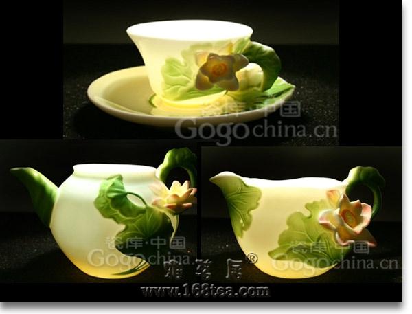 一套精致的茶具配合色、香、味三绝的名茶,可谓相得益彰