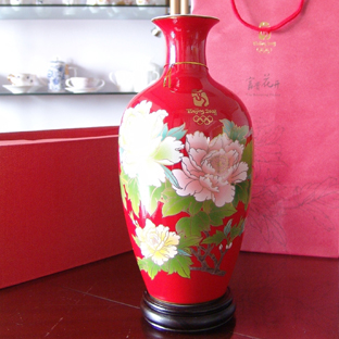 众多收藏家青睐当代瓷是因为其高超的艺术水平以及市场的限量生产