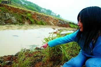 3名村民挖河发掘传说阴沉木(图)