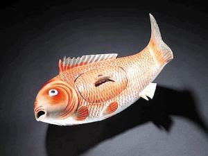 清代鱼形带盖汤盆在英拍卖