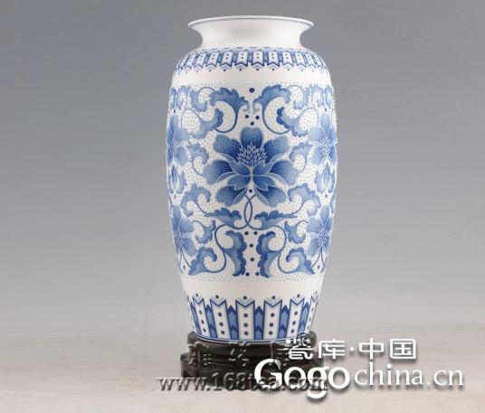 景德镇恢复千年窑炉烧制青花瓷