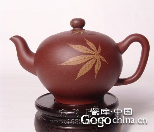 把玩紫砂茶具男女有别,可境界、雅致都如出一辙