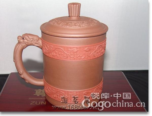 在龙年礼品紫砂热潮中,手工制作的紫砂茶具成了主流配置