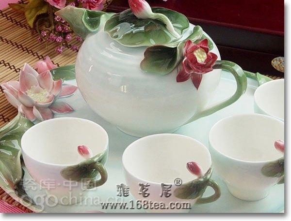紫砂独特的虚实的猜想手法,让龙年茶具礼品大受欢迎