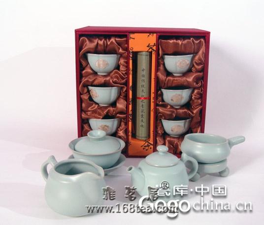 紫砂茶具的优异性能,促进了龙年礼品文化市场的繁荣