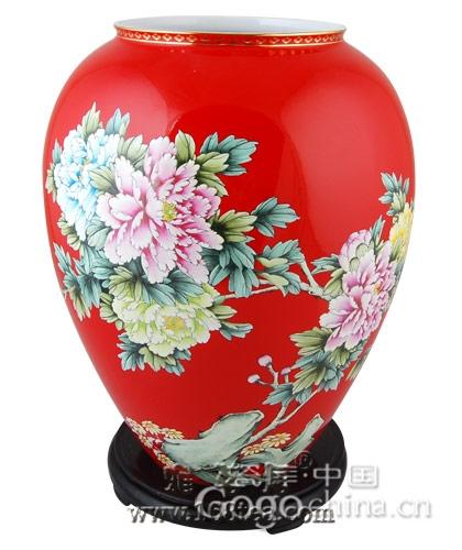 由于市场热潮兴起的红瓷文化,在龙年礼品中更是鹤立鸡群