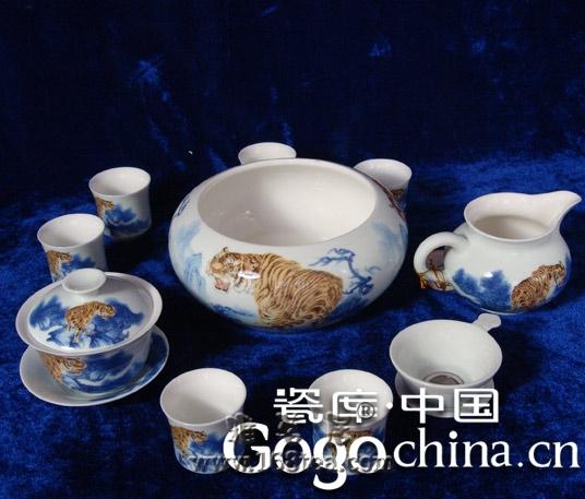 把玩之间投入到紫砂艺术的境界中,龙年礼品茶具热才成为一种实质