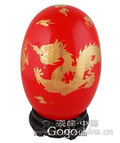 如今红瓷作为龙年礼品迅速奇热,翻阅历史发现不是偶然