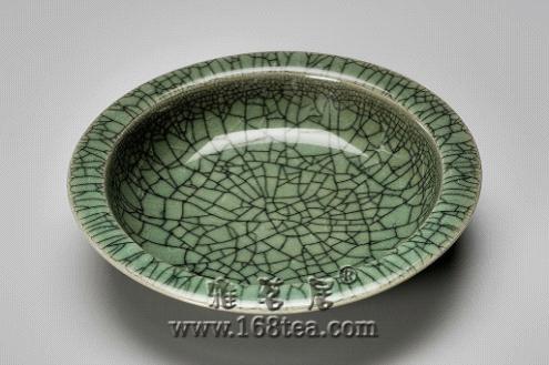 哥窑生产的龙年礼品陶瓷品,都会布满细小的片纹,别具一格